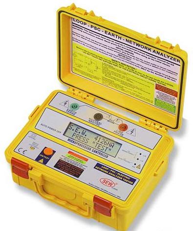 ...анализатор электрических цепей 4126 NA Измерение напряжения...